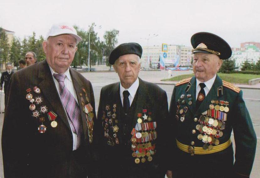 Посередині Топоров Г.В.